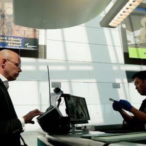 Les agents aux frontières ne peuvent pas fouiller votre téléphone sans raison valable, selon les règles d'un tribunal américain