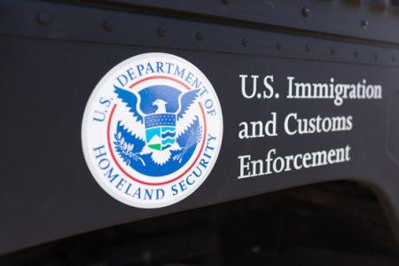 Un rapport de l'ACLU démontre que les immigrants sont effrayés par la politique répressive de Donald Trump, ce qui entraîne des difficultés concernant la poursuite des crimes.