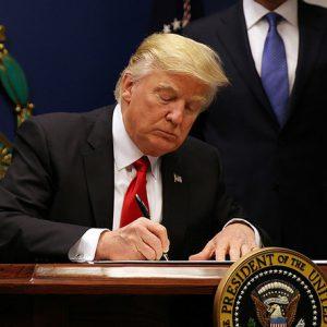 La Haute Cour des États-Unis examine Trump et son pouvoir de bloquer les immigrants musulmans
